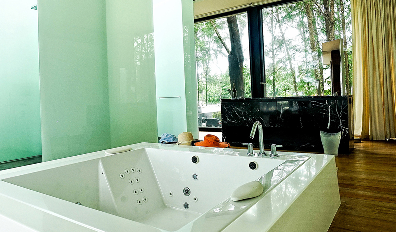 Aleenta Phuket Resort & Spa - Grand Villa Noi with jacuzzi baths