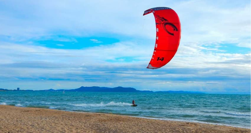 Kitesurfing in Pranburi