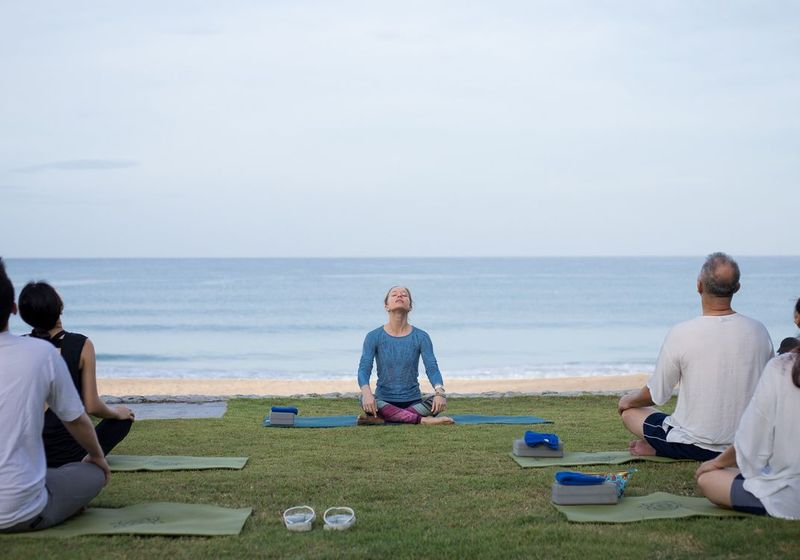 Aleenta_Huahin_retreat_yoga_morning_meditation_beachfront_1